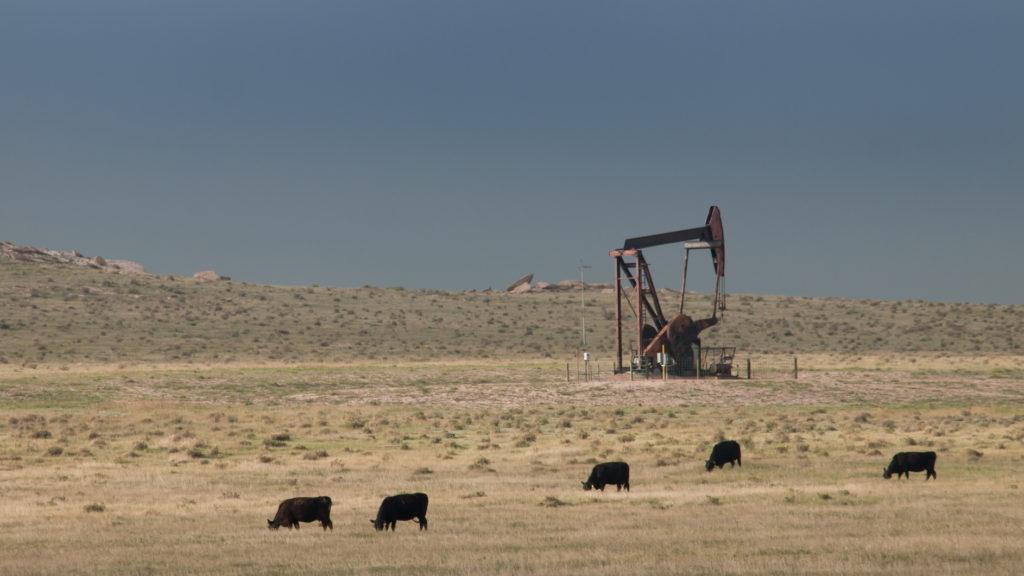 Gana petróleo 1.07%